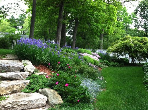 31 excellent landscaping ideas for gentle slopes for Garden designs for slopes